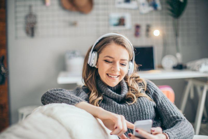 Enorm lyttersuksess for podkast om juss